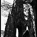 Looking at the scott monument / regards sur le scott monument