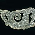 Pendentif en forme de dragon, chine, époque des royaumes-combattants, ca 475 – 221 bce