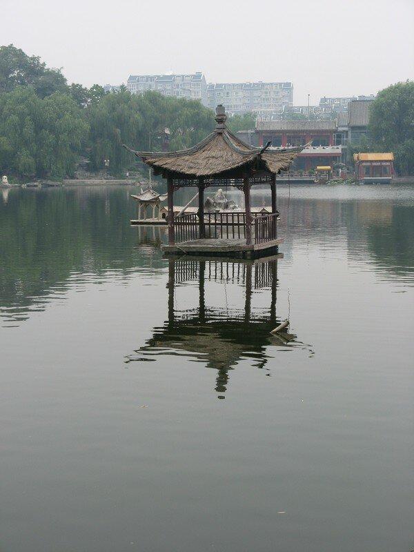 Mini-temple au milieu du lac