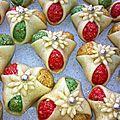 Rezmet laaroussa aux amandes : trèfles tricolores aux amandes