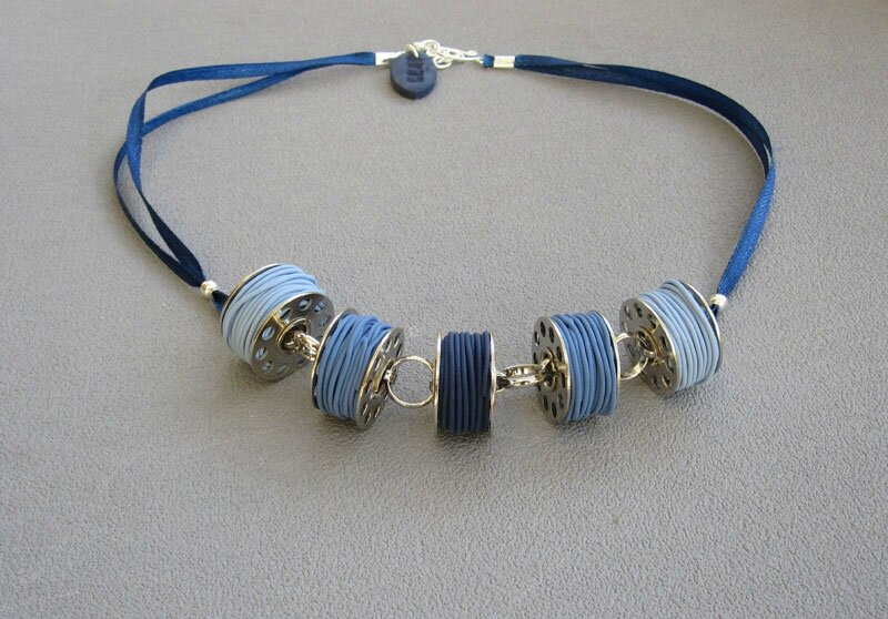 Collier canettes denim ( bleu) 25 €
