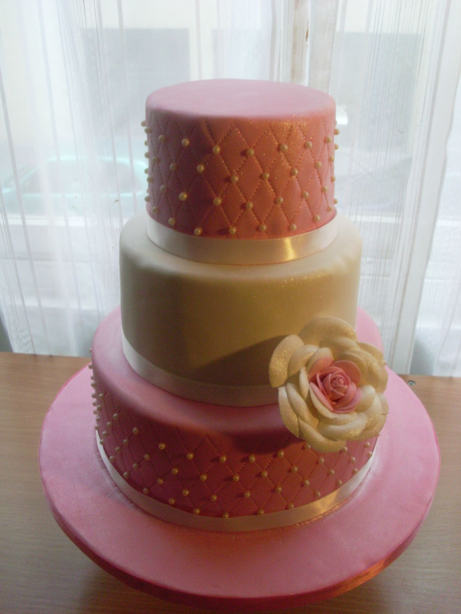 Wedding Cake Rose Et Blanc Julia S Wedding Cakes Www