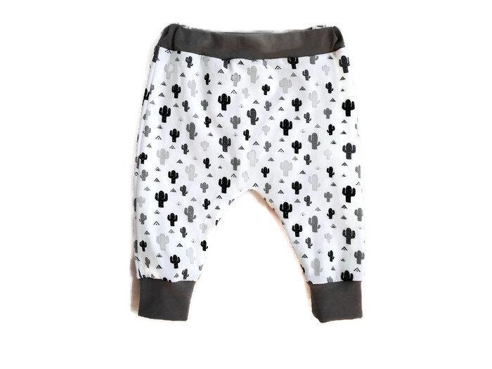 0fdbfaf0e878b Vêtement Bébé 12 Mois Pantalon Sarouel Fille ou Garçon Cactus Gris et Noir  en Jersey de Coton