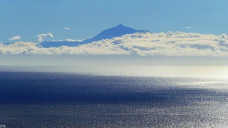 Le Teide (3718 m) sur Ténérife à 120 km