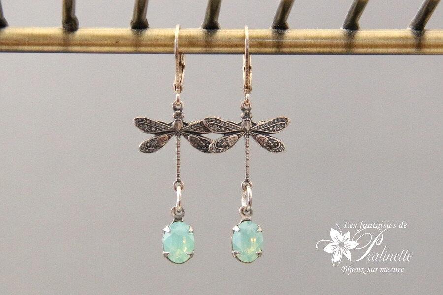 boucles-d-oreilles-en-cristal-cabochon-ovale-bleu-opal-libellules