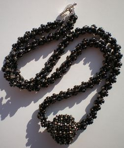Sliding_bead_necklace