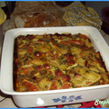 Tapas d'omelette à la saucisse, petits-pois et tomates