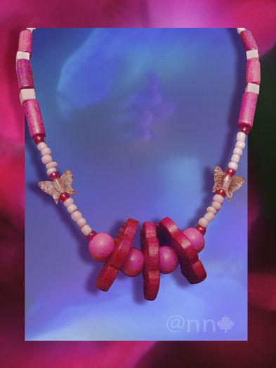 Collier fillette rose fleurs bois n° 16 (N)