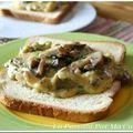 Brouillade d'oeufs aux champignons persillés sur toast