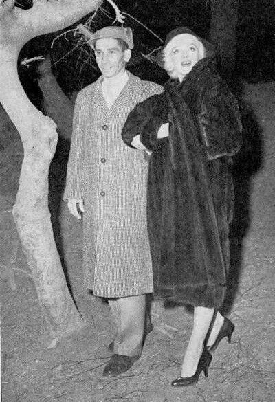 1955-01-28-NY-4-Central_Park-with_george_carpozi-1