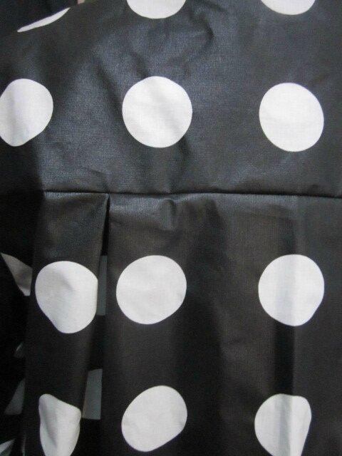 Ciré AGLAE en coton enduit noir à pastilles blanches fermé par 2 pressions dissimulés sous 2 boutons recouverts (8)