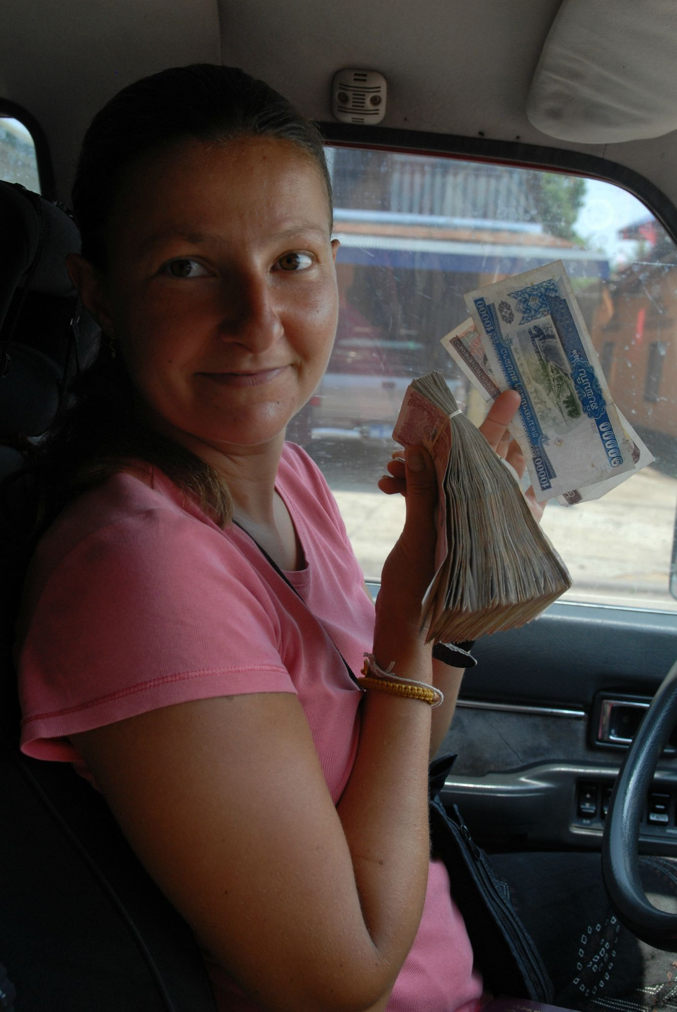le kip, money du laos (1€ = 10 000 kips )