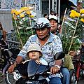 Viêt-nam fête du têt (8/12). a cantho, plus de marchés flottants l'anvant-veille du têt.