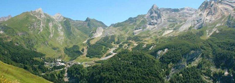 col-aubisque-cyclisme-tourisme-laruns-artouste-vallee-ossau-pyrenees-960x340