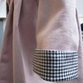 SOPHIE Manteau en coton velours rose doublé de coton vichy noir - col souligné de passepoil noir - boutons recouverts dans le même tissu (5)