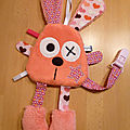 lapin_attache_t_tine_corail_rose__1_