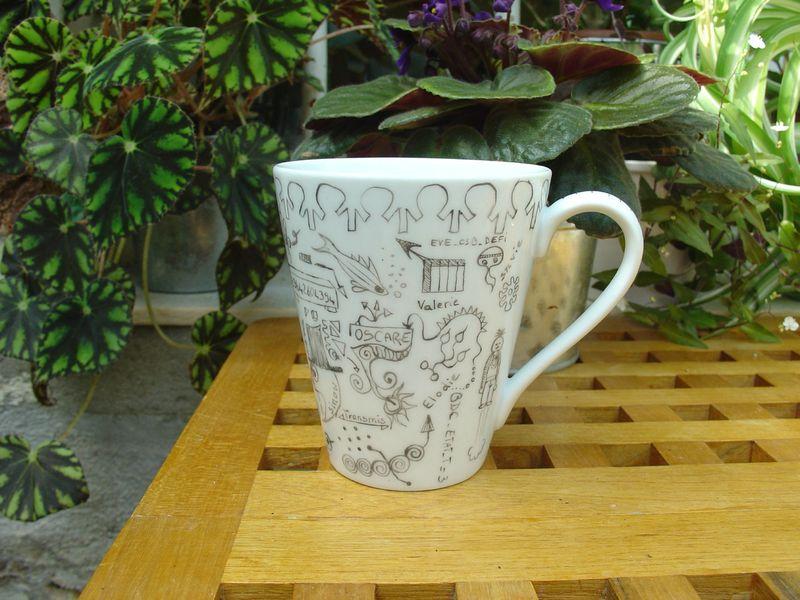 tasse en porcelaine peinte
