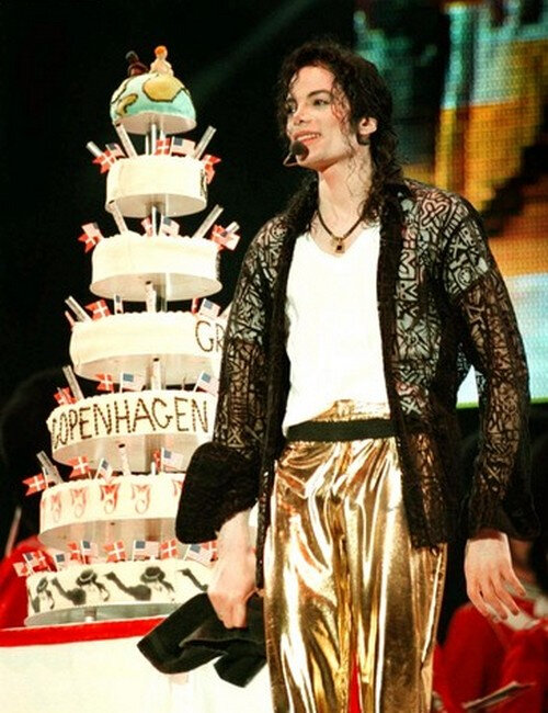 Michael-s-39th-Birthday-In-Copenhagen-Denmark-Back-In-1997-michael-jackson-31698673-434-500