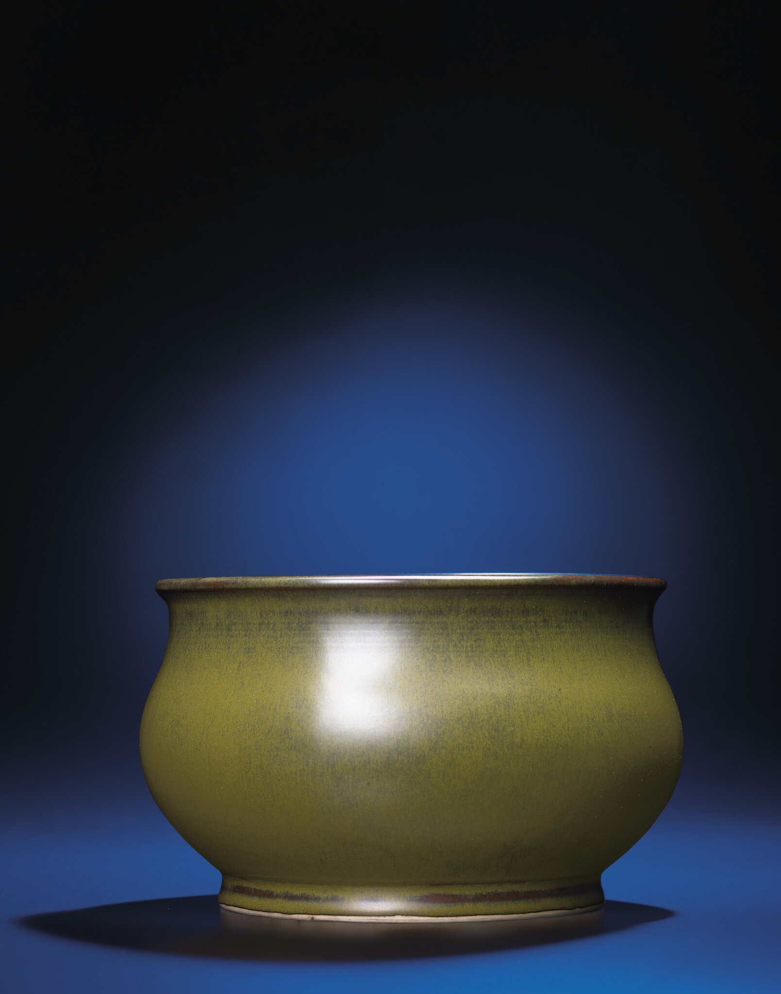 A fine and rare teadust-glazed basin, Daoguang incised six-character seal mark and of the period (1821-1850)