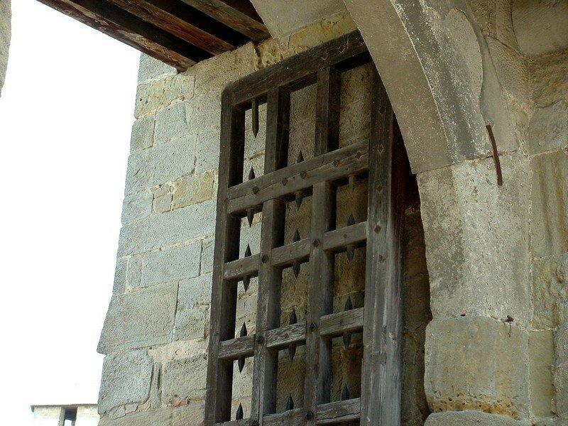 009 Porte du château comtal