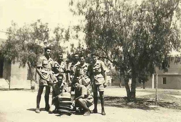 Marrakech Le mess Juillet 1952 accroupi à gauche Bonnet georges