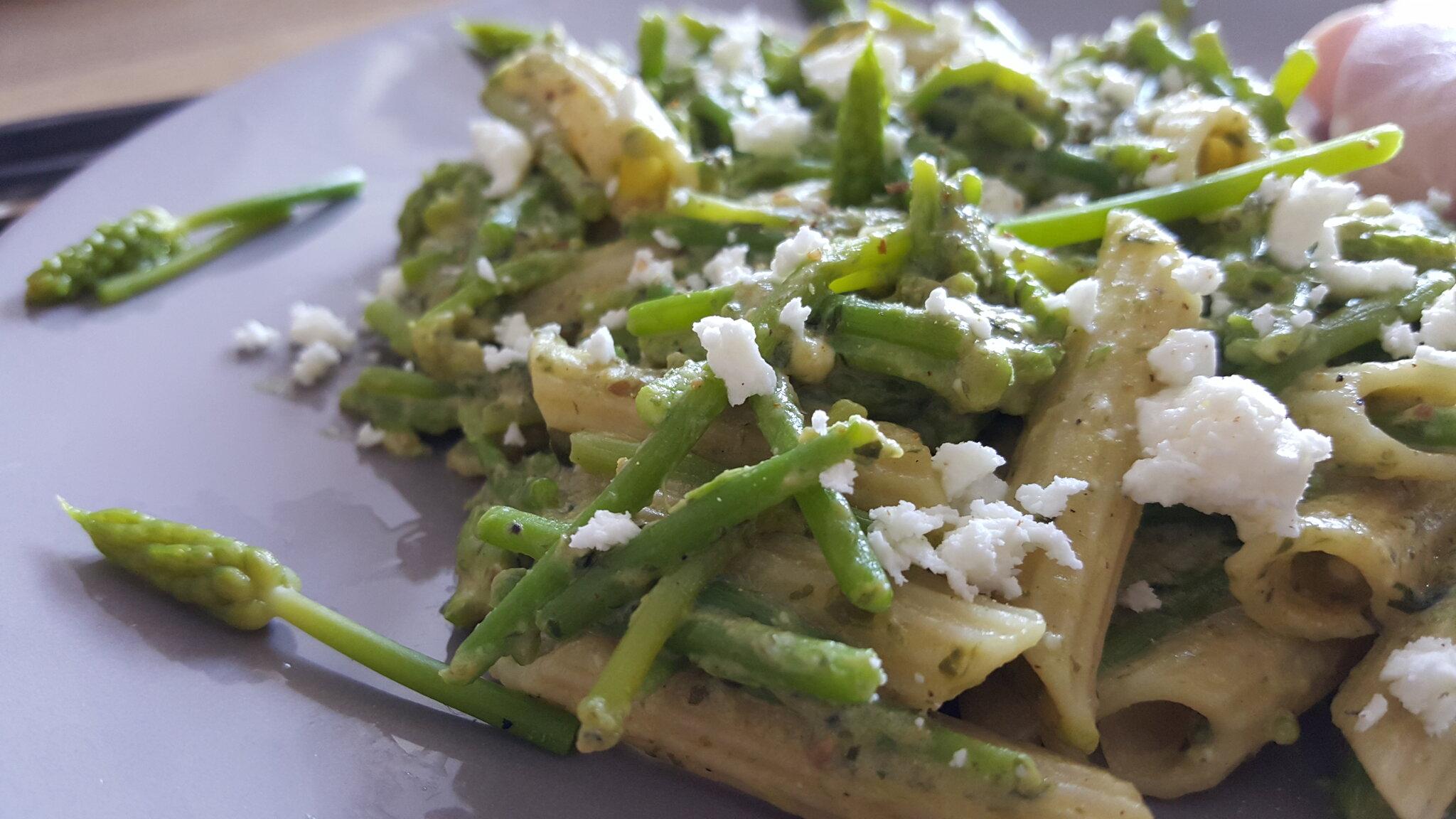 Une assiette de pâtes très végétale
