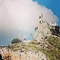 Un nuage sur la colline du lycabette