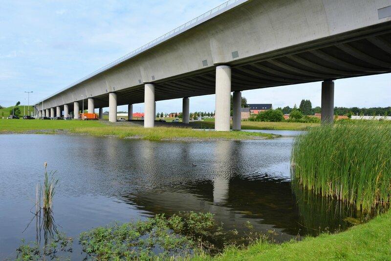 Le Canal Du Pont Du Sart A Houdeng Aimeries La Louviere