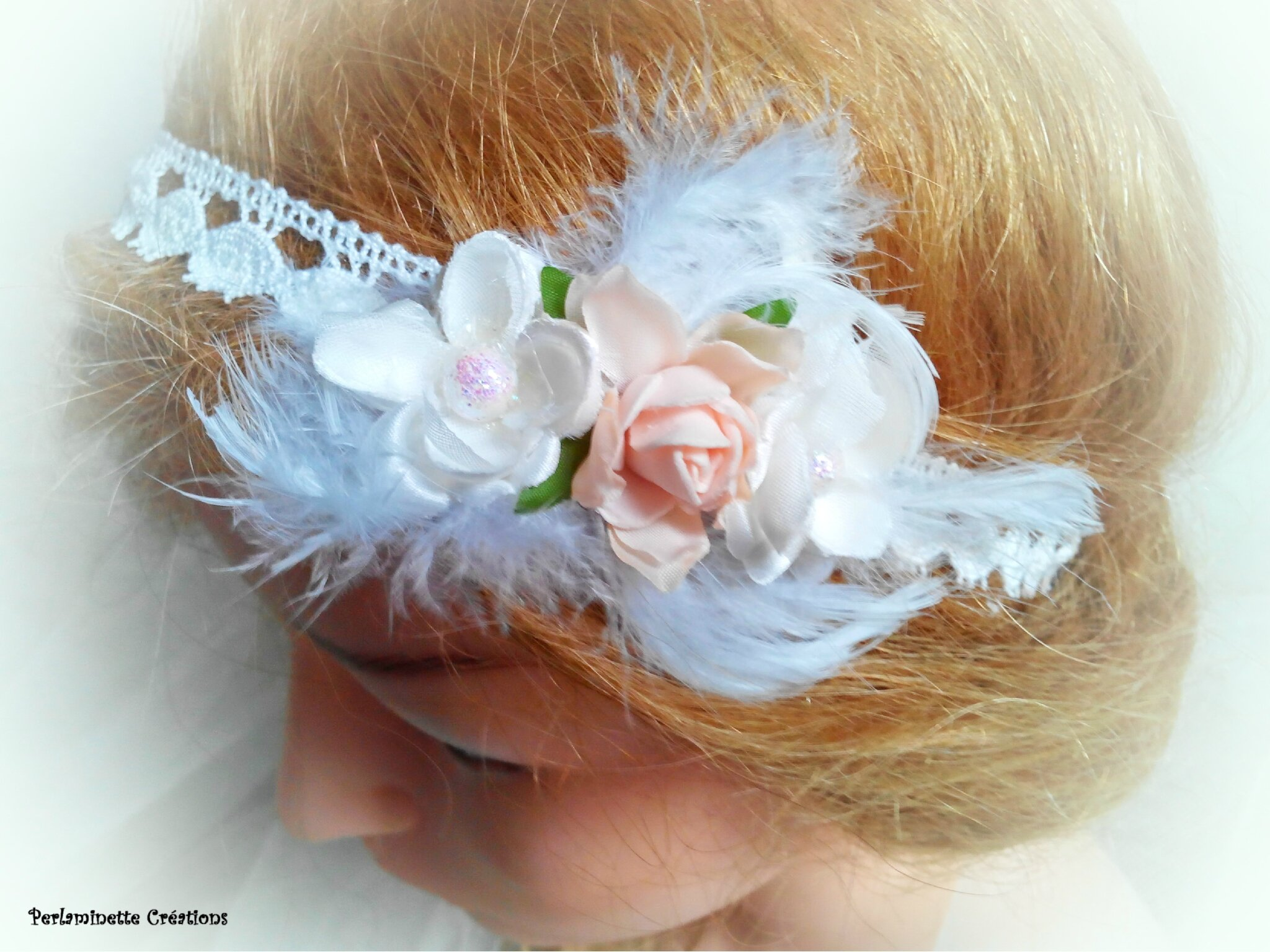 Serre tête headband pour futures mariées romantiques et style bohème dentelle plumes et fleurs