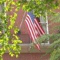 Le drapeau US sur le fronton d'une ambassade du côté de la 5e avenue !