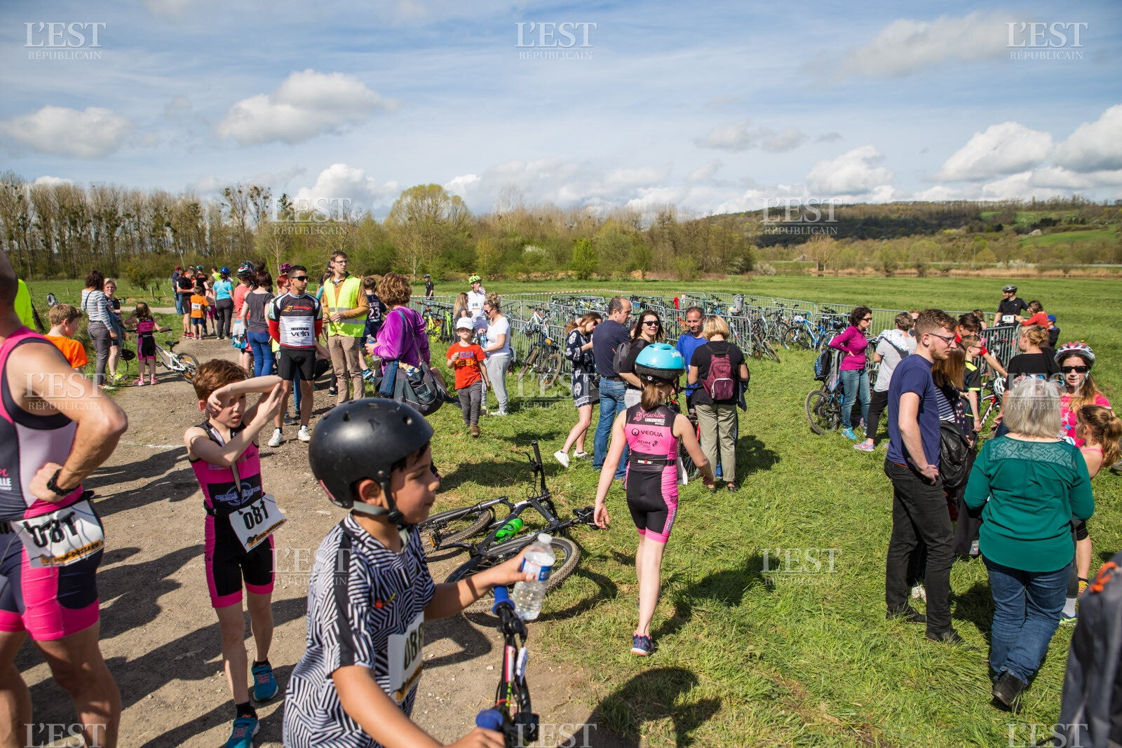 les-participants-refont-la-course-apres-l-arrivee-est-republicain-1523949826