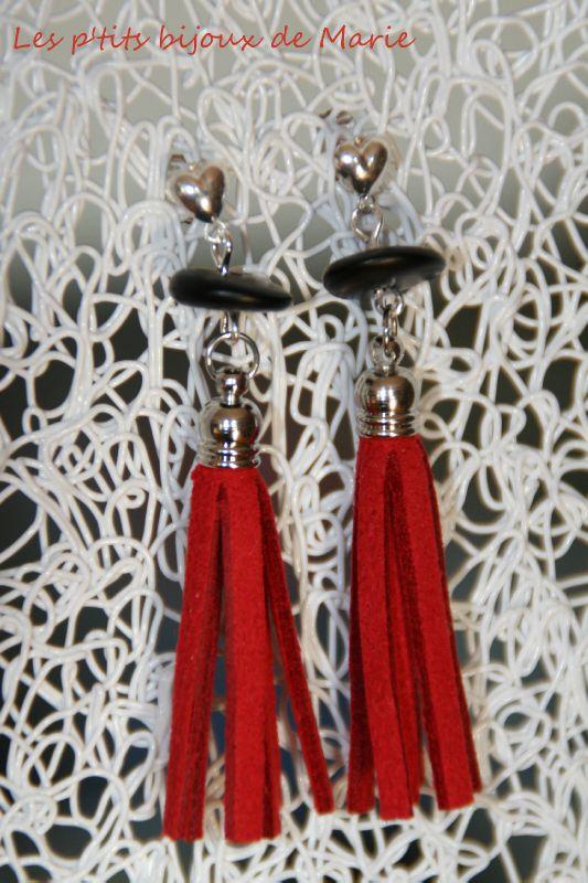 Boucles pompon rouge