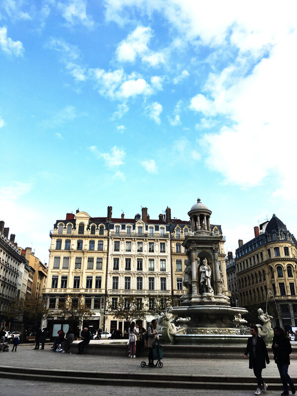 lyon-place-des-jacobins-my-city-place-bellecour-ma-rue-bric-a-brac