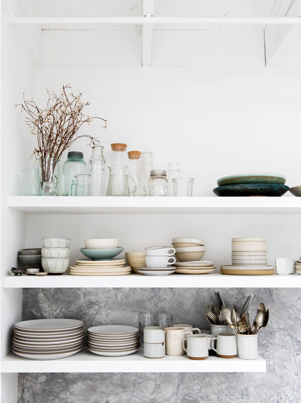 perfect-open-shelving-with-a-marble-backsplash-backyard-photo-studio-tour-on-coco-kelley