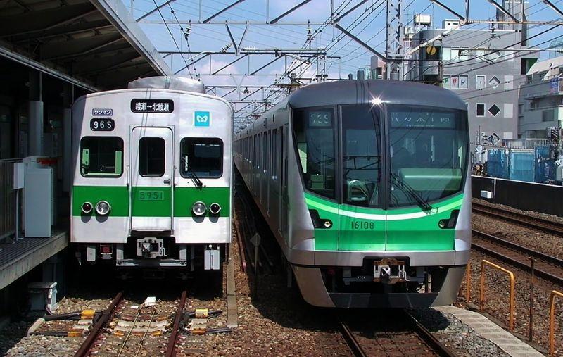 5000系+16000系 Ayase station