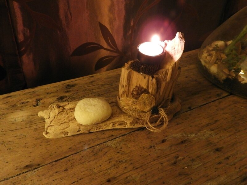 Bougeoir en bois flotté au style hygge