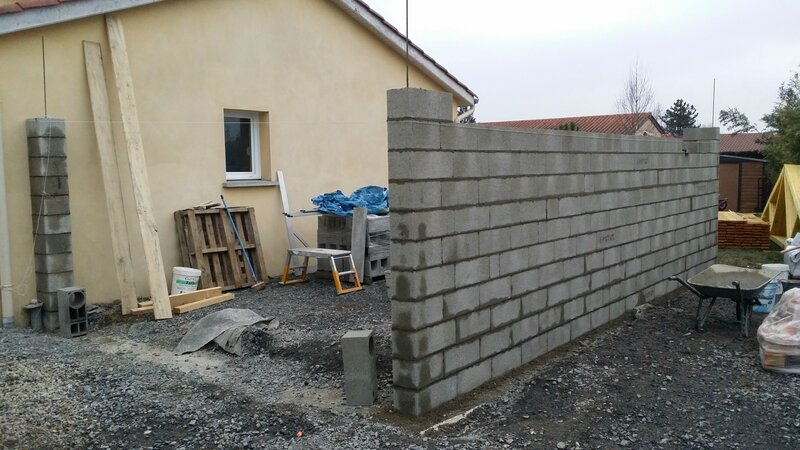 Montage de parpaing pour construction d 39 un garage for Budget pour construction garage
