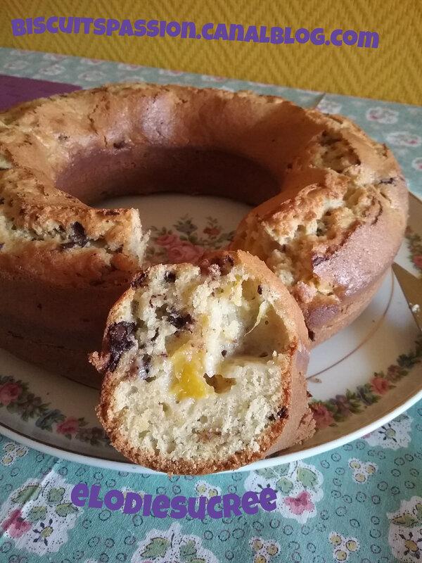 Gâteau au yaourt grec, aux brugnons, pépites de chocolat et huil 027