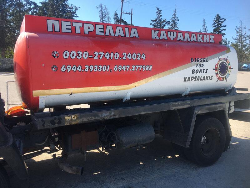 Isthmia, le camion citerne pour la livraison du fuel IMG_8160