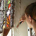 Dépose d'un vitrail à restaurer
