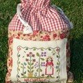Pochon pour Martine - broderie Pleasure garden de Little house needleworks