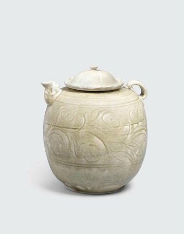 A celadon glazed ovoid ewer and lid, Trần dynasty, 13th-14th century