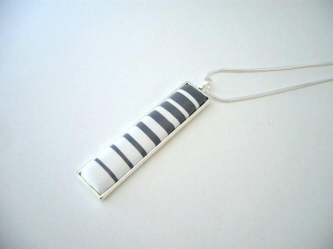 gipsy pendentif rectangle serti rayures gris et blanc