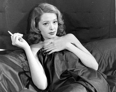 Jane_Greer_in_Out_of_the_Past_1947__19_