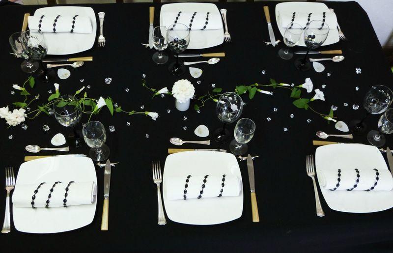 table en noir et blanc tables et d co d 39 estelle. Black Bedroom Furniture Sets. Home Design Ideas