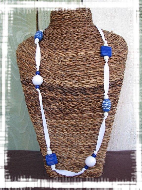 Collier ruban blanc et perles bleues (Cl18)