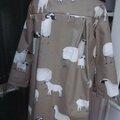 Ciré AGLAE en coton enduit beige imprimé moutons fermé par 2 pression dussimulés sous 2 boutons recouverts (8)