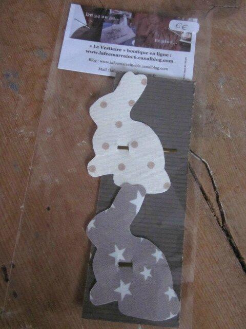 Carte de 2 pinces à cheveux LAPIN - une en coton écru à pois beige - l'autre en coton beige à étoile blanches(9)