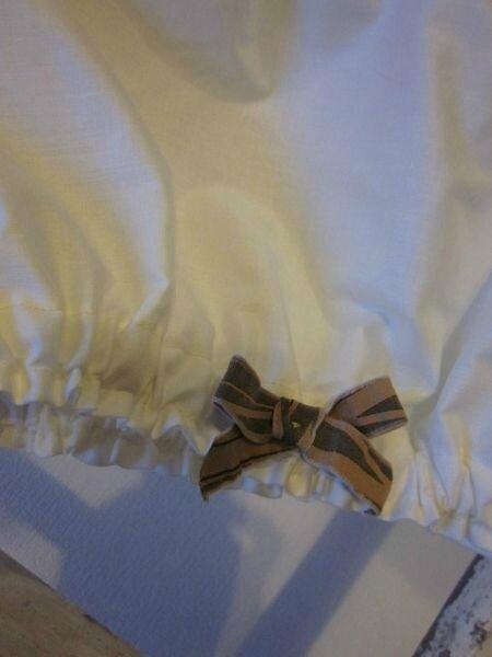 Culotte en coton écru et noeuds beige et chocolat sur les cuisses - taille 40 (1)