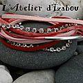 Rouge toujours mais nettement adouci par le rose et dynamisé par les strass pour ce bracelet manchette multimatières !